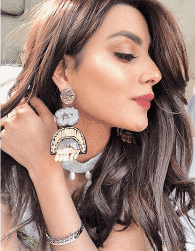 iqra-with-long-hais Iqra Aziz Pictures - Journey & Transformation Of Iqra Aziz