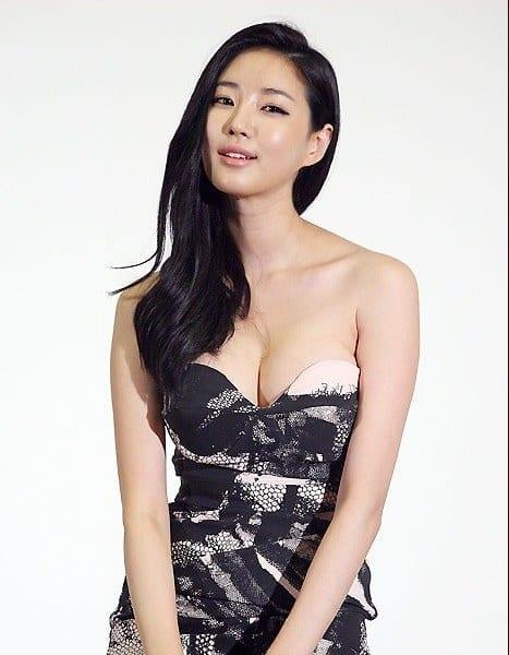 mostbeautifulasianwomen-23 30 Most Beautiful Older Asian Women 2019 Updated List