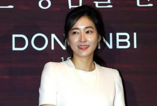 mostbeautifulasianwomen-3-2 30 Most Beautiful Older Asian Women 2019 Updated List