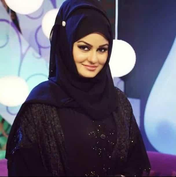 pakistani-actresses-in-hijab-12-e1567360085318 25 Beautiful Pakistani Celebrities Wearing Hijab