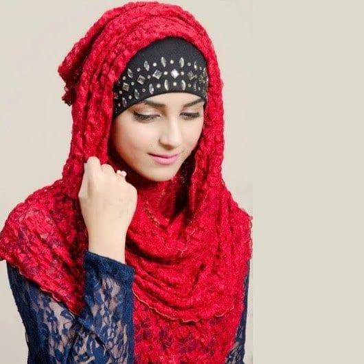 pakistani-actresses-in-hijab-13 25 Beautiful Pakistani Celebrities Wearing Hijab