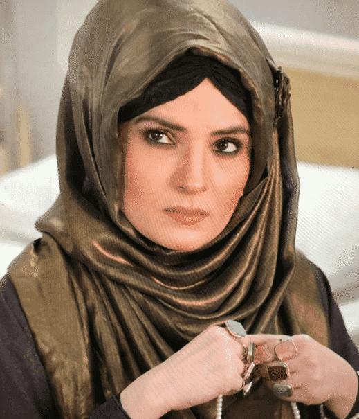 pakistani-actresses-in-hijab-4 25 Beautiful Pakistani Celebrities Wearing Hijab