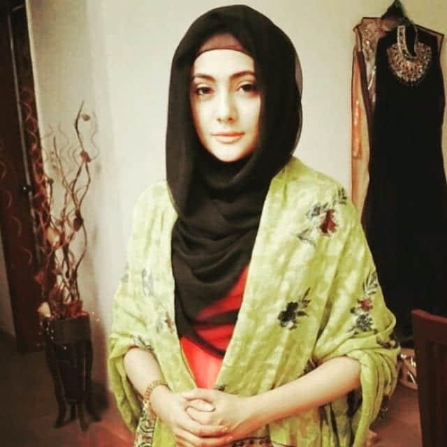 pakistani-actresses-in-hijab-5 25 Beautiful Pakistani Celebrities Wearing Hijab