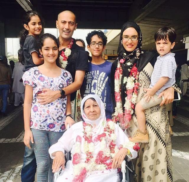 pakistani-actresses-in-hijab-7 25 Beautiful Pakistani Celebrities Wearing Hijab