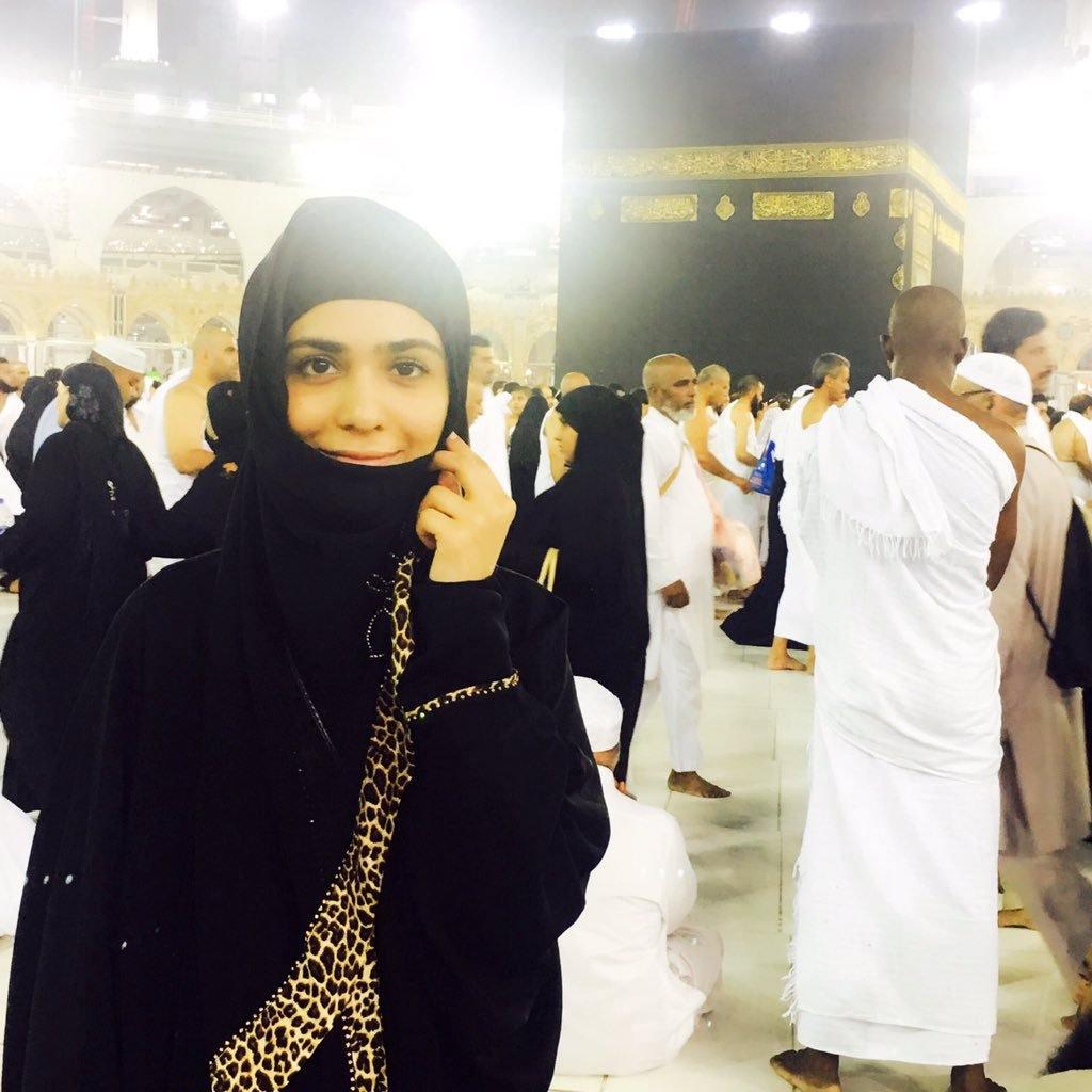 pakistani-actresses-in-hijab-9 25 Beautiful Pakistani Celebrities Wearing Hijab