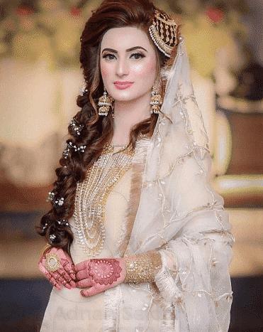 pakistani-bride-dupatta-accessories 20 Must-Have Accessories for Pakistani Brides