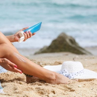 sunscreen-application Best Sunscreen 2019 - Top 15 Sunscreens You Need This Summer