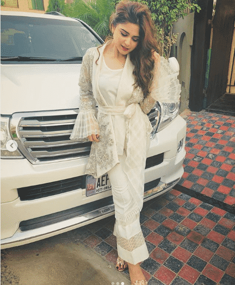 aima-baig 24 Ways to Wear All White Outfits Like Pakistani Celebrities