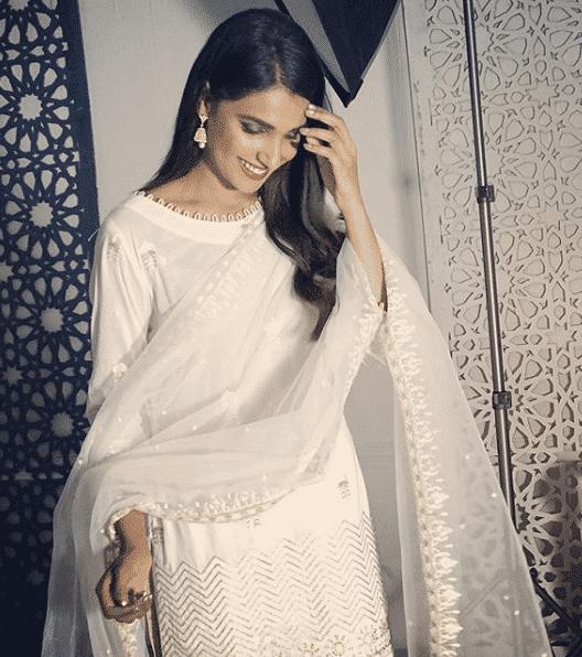 amna-ilyas 24 Ways to Wear All White Outfits Like Pakistani Celebrities