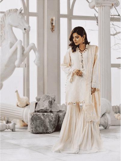 ayesha-omer 24 Ways to Wear All White Outfits Like Pakistani Celebrities