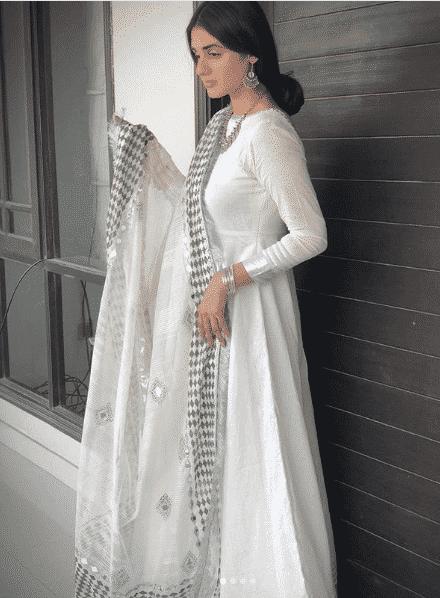 hira 24 Ways to Wear All White Outfits Like Pakistani Celebrities