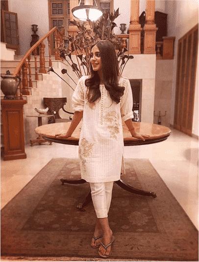 iqra-aziz 24 Ways to Wear All White Outfits Like Pakistani Celebrities