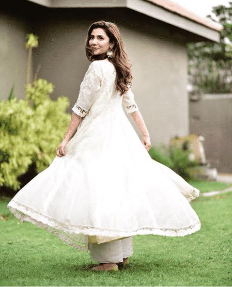 mahira-khan 24 Ways to Wear All White Outfits Like Pakistani Celebrities