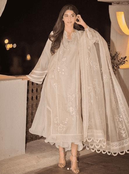 mawra-hocane 24 Ways to Wear All White Outfits Like Pakistani Celebrities