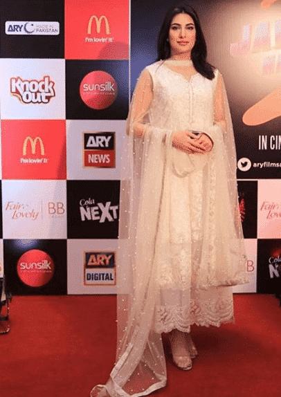 mehwish-hayat 24 Ways to Wear All White Outfits Like Pakistani Celebrities