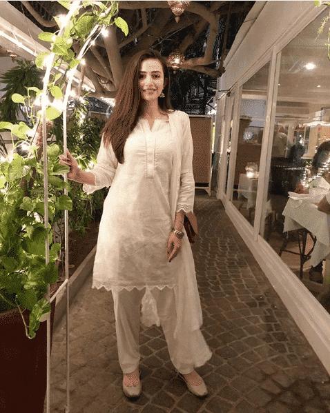 sana-javed 24 Ways to Wear All White Outfits Like Pakistani Celebrities