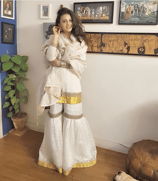 zara-noor-abbas 24 Ways to Wear All White Outfits Like Pakistani Celebrities