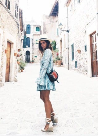 11 10 Ways to Fit in When Traveling to Spain