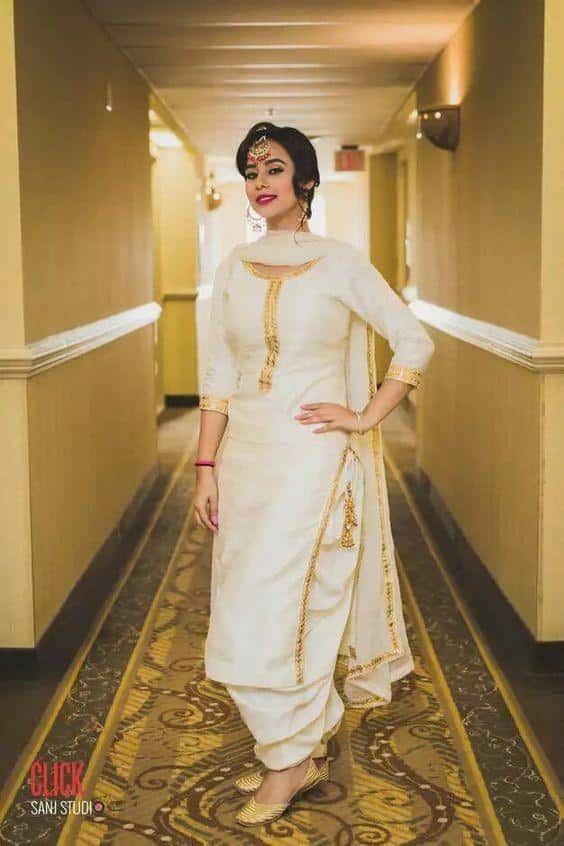 29 30 Ideas On How To Wear White Shalwar Kameez For Women