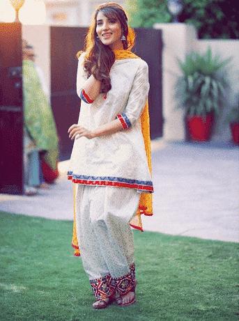 traditional-shalwar-kameez 30 Ideas On How To Wear White Shalwar Kameez For Women