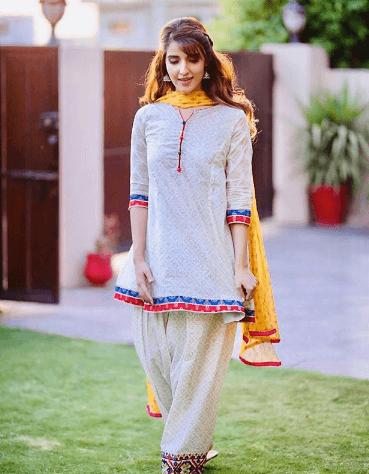 white-shalwar-kameez- 30 Ideas On How To Wear White Shalwar Kameez For Women