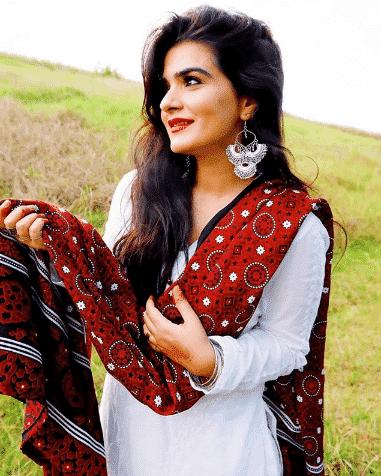 white-shalwar-kameez-10 30 Ideas On How To Wear White Shalwar Kameez For Women