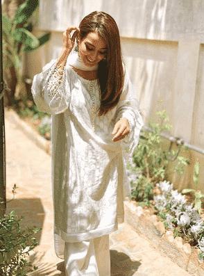 white-shalwar-kameez-3 30 Ideas On How To Wear White Shalwar Kameez For Women