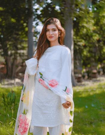 white-shalwar-kameez-5 30 Ideas On How To Wear White Shalwar Kameez For Women