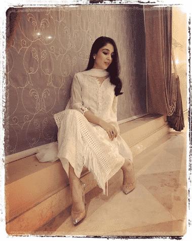 white-shalwar-kameez 30 Ideas On How To Wear White Shalwar Kameez For Women