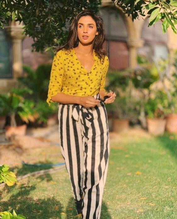Amna-Ilyas-high-waisated-pants-look 18 Birthday Outfits For Pakistani Girls-Party Wear Ideas 2019