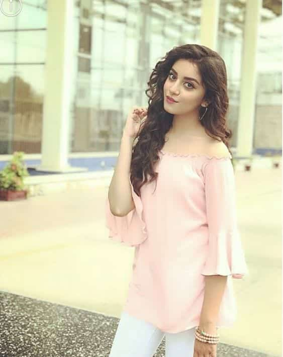 alizay-shah-pink-off-shoulder-top 18 Birthday Outfits For Pakistani Girls-Party Wear Ideas 2019